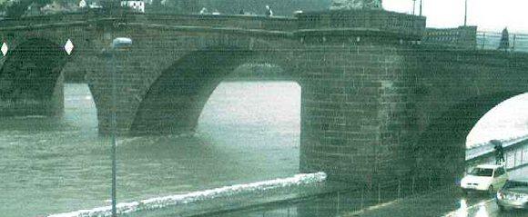 Hochwasser: Heidelberg nach Möglichkeit weiträumig umfahren / B37 gesperrt