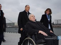 Gruppenbild mit Alt-Kanzler oder wie Ehrengast Dr. Helmut Kohl eine gestellte Ehre zuteil wird