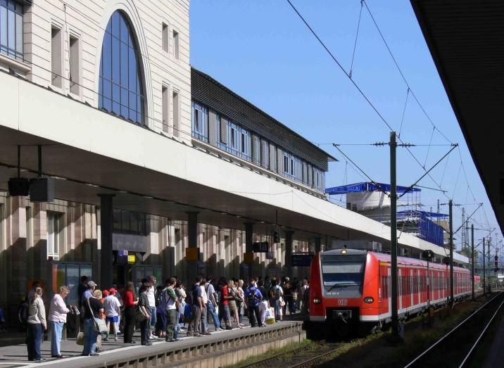 Viele Fahrgäste führten zu einer positiven Bilanz des VRN für das Jahr 2010 - Bildrechte: VRN/Löckel