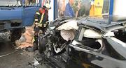 Wiesloch: 42-jähriger Autofahrer nach Frontalzusammenstoß mit Lkw im Fahrzeug eingeklemmt