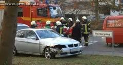 Sturzbesoffener BMW-Fahrer knallt gegen geparktes Auto