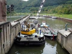 Einbau eines Revisionsverschlusses an einer Schleusenkammer - Foto von Wasser- und Schifffahrtsamtes Heidelberg