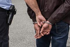 14-Jähriger wegen versuchtem Diebstahl mit Waffen und Nötigung festgenommen