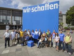 Blauer Würfel kündigt Freiwilligentag an