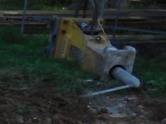 Tonnenschwerer Hydraulik-Hammer gestohlen