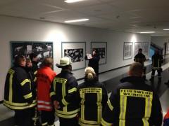 Feuerwehr-Ausbildungsgruppe durchkämmt Schulkomplex