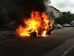 Pkw in Brand gesteckt