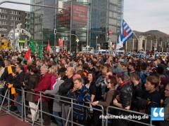 2.000 Demonstranten gegen 25 Neonazis