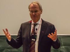 """""""Patient Deutschland leidet am Helfersyndrom und braucht Hilfe"""""""