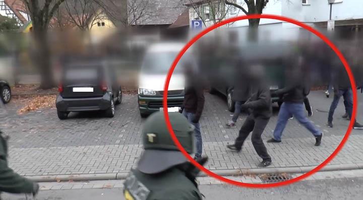 Autonome Angriff Polizei-14