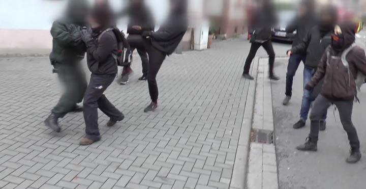 Autonome Angriff Polizei-15