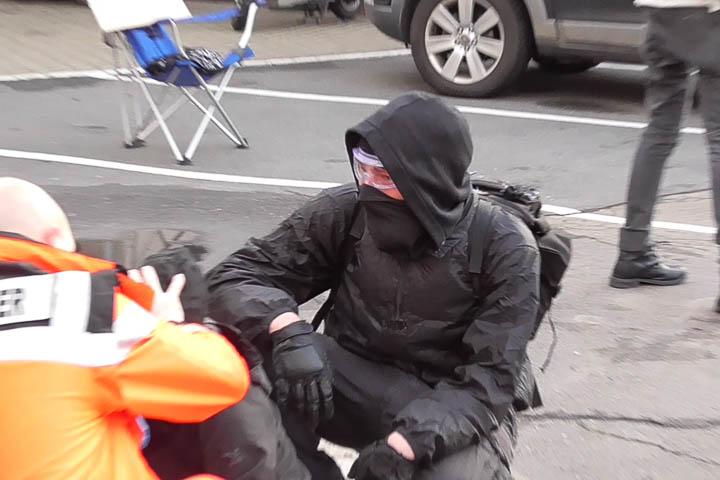 Autonome Angriff Polizei-20