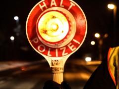 Raser gefährdet Zivilstreife und beleidigt Beamte