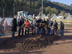 Umbau in Schlierbach startet: Tennisspieltfeld wird zu Kunstrasenplatz