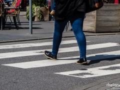 76-Jährige auf Zebrastreifen von Auto erfasst und schwer verletzt