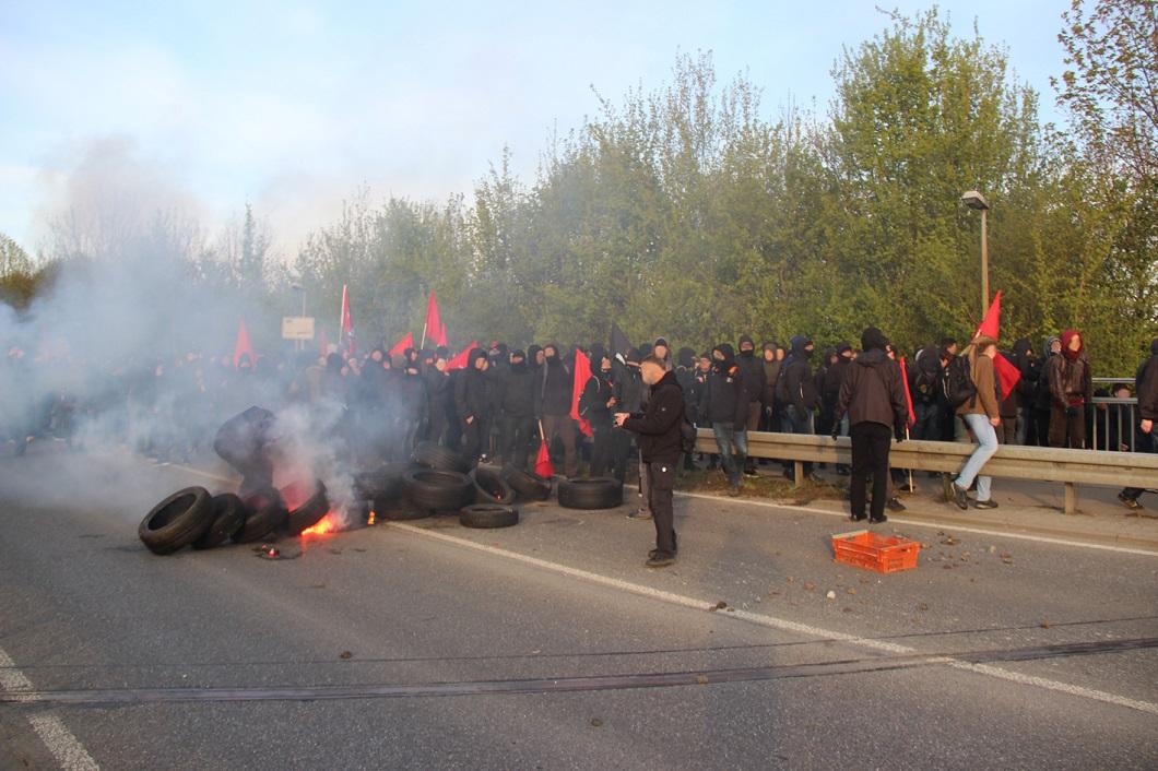 Bildergebnis für Extremisten AfD-Parteitag sprengen