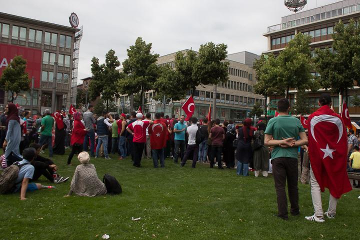 Demo Tuerken nach Militaerputsch Paradeplatz Mannheim-16. Juli 2016-IMG_8576