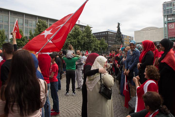 Demo Tuerken nach Militaerputsch Paradeplatz Mannheim-16. Juli 2016-IMG_8582