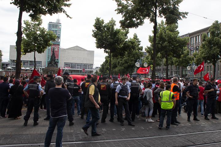 Demo Tuerken nach Militaerputsch Paradeplatz Mannheim-16. Juli 2016-IMG_8597