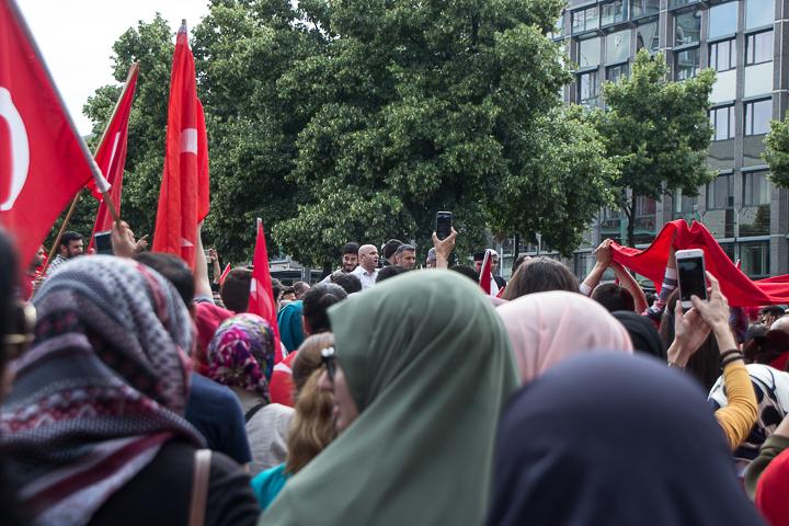Demo Tuerken nach Militaerputsch Paradeplatz Mannheim-16. Juli 2016-IMG_8623