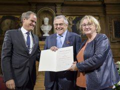 Bundesverdienstkreuz für Dr. Henry G. Jarecki