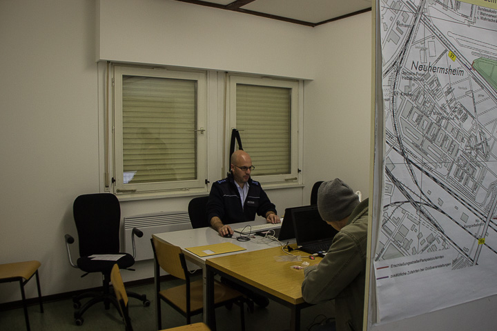 drogenkontrolle-polizei-mannheim-toxicator-maimarkthalle-20161203-img_0040
