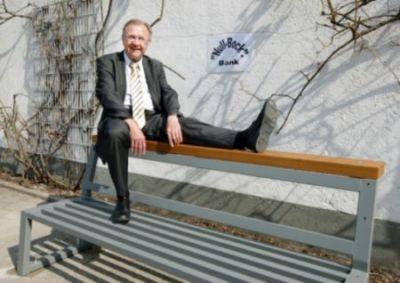 """Bürgermeister Mörlein auf der """"Null-Bock-Bank"""". Foto: Stadt Eppelheim"""