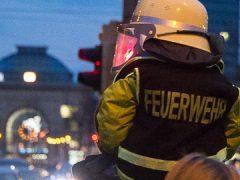 """Zehntausende Menschen begleiteten den """"Blaulichtumzug"""" in Mannheim"""
