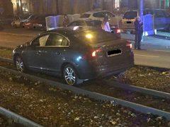 Fahrer lässt Auto nach Unfall stehen und flüchtet zu Fuß