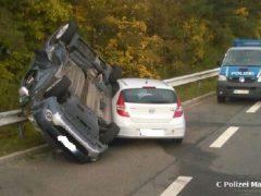 Zwei Verletzte bei spektakulärem Verkehrsunfall