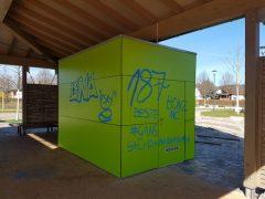 Farbschmierereien an Schule und der Alla-Hopp-Anlage