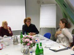 Kreis mit Hebammen im Dialog
